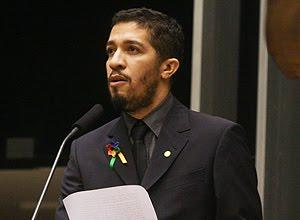 PRIMEIRO DISCURSO: EX-BBB DEFENDE CASAMENTO GAY