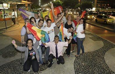 STF RECONHECE, POR UNANIMIDADE, UNIÃO GAY
