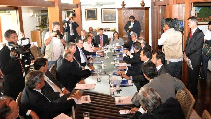 GOVERNADORES SE REÚNEM NA CASA DE ROSEANA EM BRASÍLIA PARA DISCUTIR PACTO FEDERATIVO