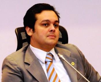 CARLOS FILHO COMEÇOU MAL
