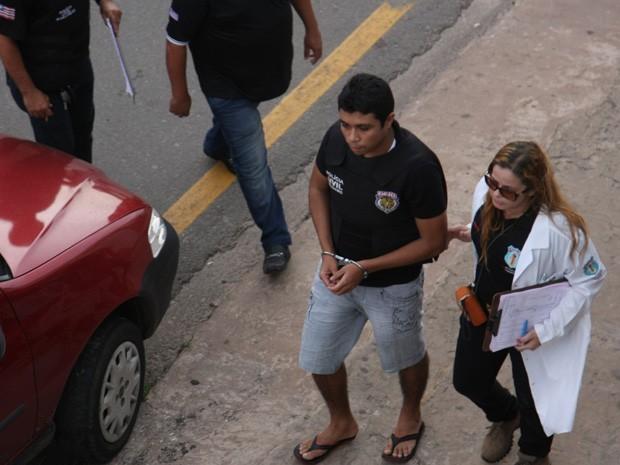 SUSPEITO DE ASSASSINAR DÉCIO SÁ MOSTRA FRIEZA DURANTE RECONSTITUIÇÃO