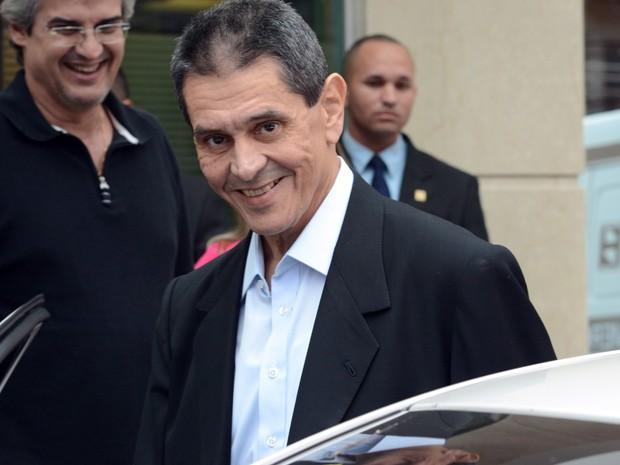 ROBERTO JEFFERSON FALA SOBRE O MENSALÃO AO DEIXAR HOSPITAL NO RIO