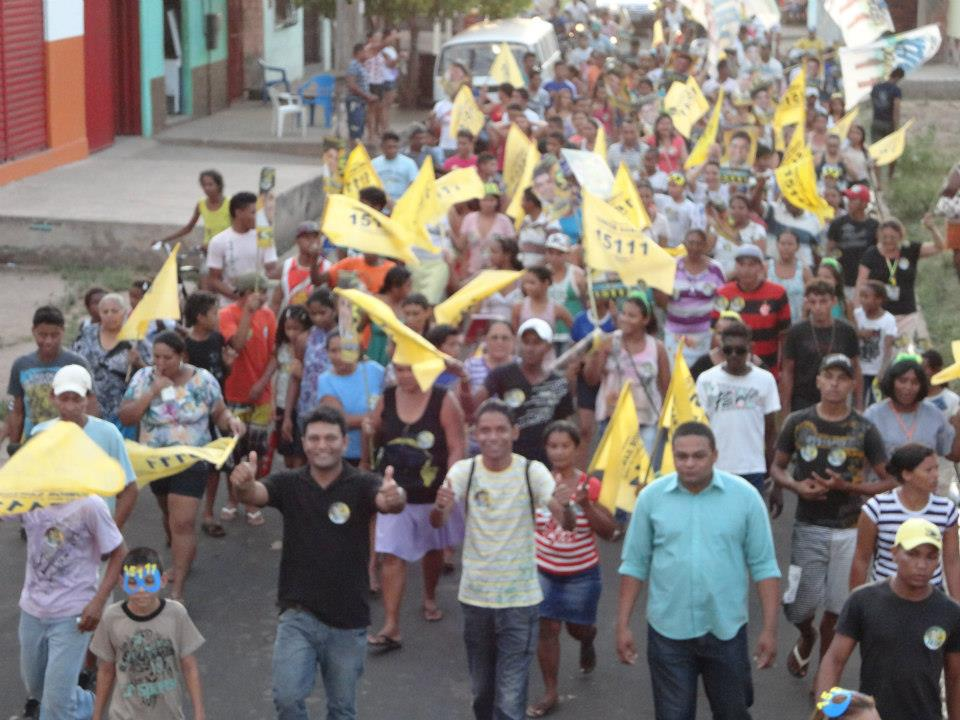 ELEIÇÕES 2012: JÚNIOR SANTOS REALIZA CAMINHADA COM A MILITÂNCIA
