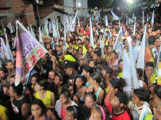 ELEIÇÕES 2012: CARAVANA DO 55 É RECEBIDA COM FESTA NO BAIRRO OLHO D´AGUINHA