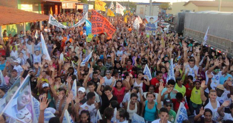 ELEIÇÕES 2012: SOLINEY, MAX BARROS E GASTÃO VIEIRA ARRASTAM MAIS DE 20 MIL PESSOAS E REALIZAM MAIOR CAMINHADA DA HISTÓRIA DE COELHO NETO