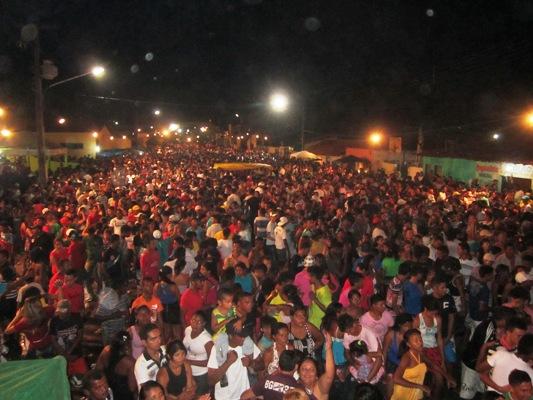 OZ BAMBAZ ARRASTAM MULTIDÃO NA FESTA DA VITÓRIA DE SOLINEY SILVA