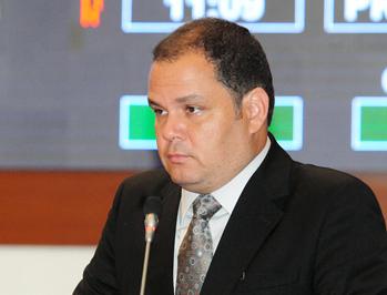 DEPUTADO ROGÉRIO CAFETEIRA CRITICA POSTURA DE ALIADOS DE ROSEANA QUE ESTÃO COM CASTELO