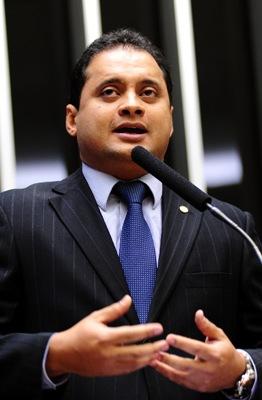 WEVERTON ROCHA É EFETIVADO NA CÂMARA DOS DEPUTADOS