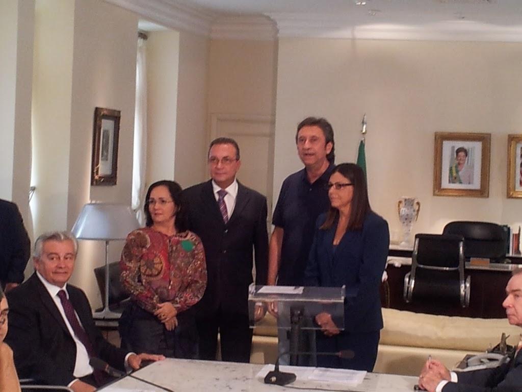 ROSEANA ASSINA ORDEM DE SERVIÇO PARA CONSTRUÇÃO DO HOSPITAL DE CHAPADINHA