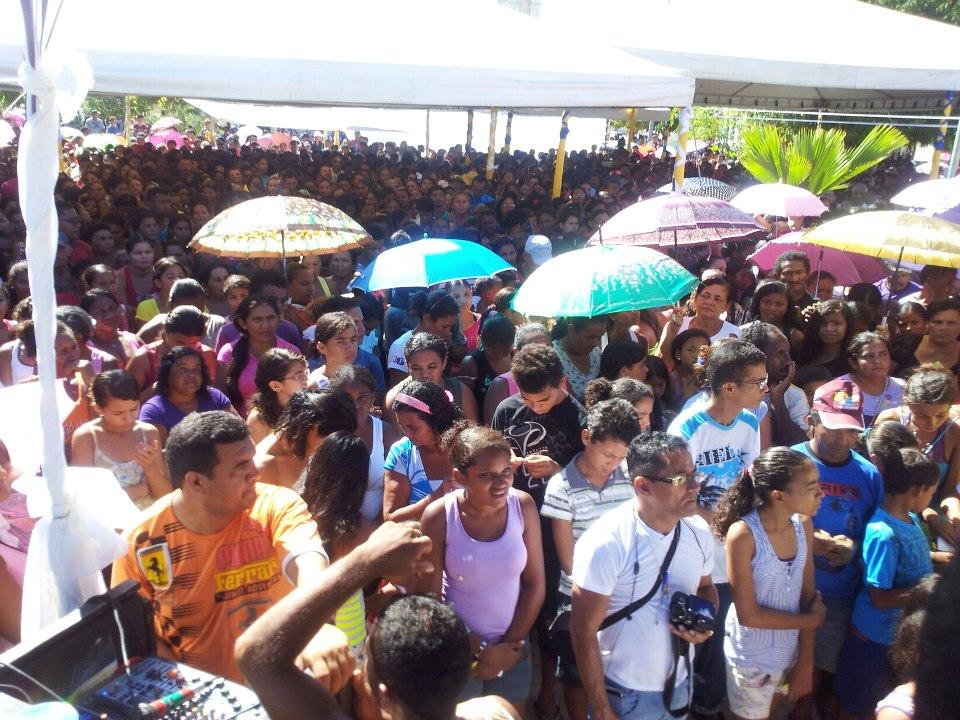 MULTIDÃO PARTICIPA DA FESTA DAS MÃES EM COELHO NETO