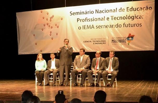 Foto-1-Flavio-Dino-anuncia-projeto-pedagogico-e-arquitetonico-do-IEMA