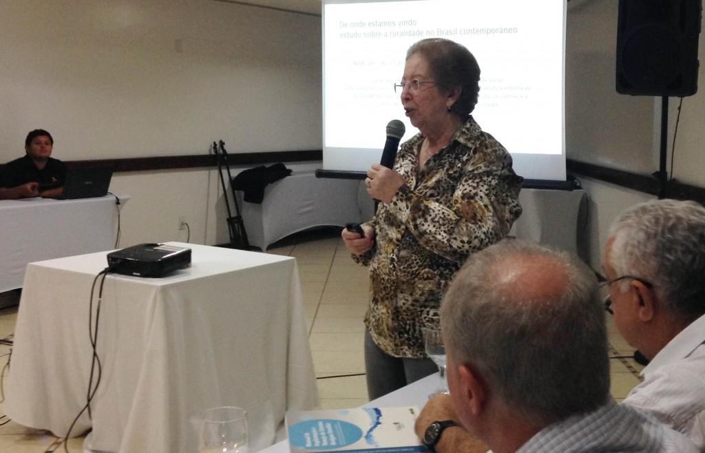 A professora Tânia Bacelar falou sobre a importância de políticas públicas rurais consistes. Foto: Divulgação