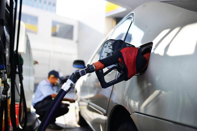 Preço da gasolina cai 0,9% nas bombas do país, diz ANP