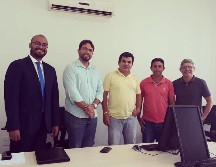 Tourinho participa de audiência para tratar da situação de trabalhadores do Grupo João Santos
