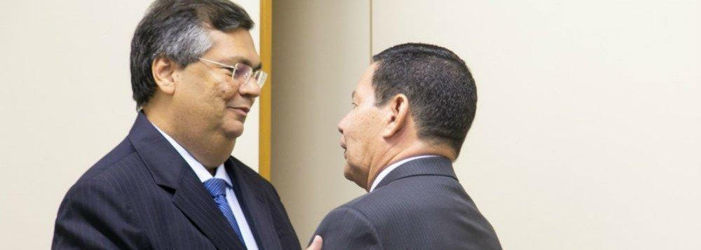 """Após chamar Mourão de """"sem tato e sem experiência política"""", Flávio Dino convida vice para visitar o MA"""