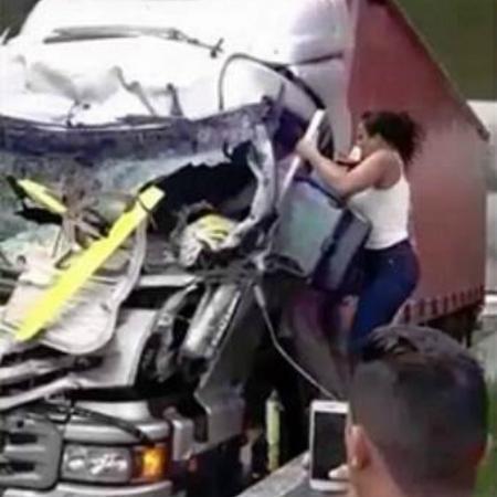 """Mulher que viralizou nas redes sociais como heroína em resgate diz: """"Poderia ter feito mais"""""""