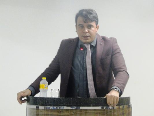 Vereador Mohabe Branco cobra posição do governo municipal sobre situação de contratados em Coelho Neto