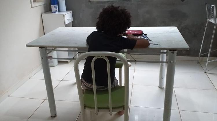 Absurdo! Menino com cabelo black power tem matrícula recusada em escola do Maranhão