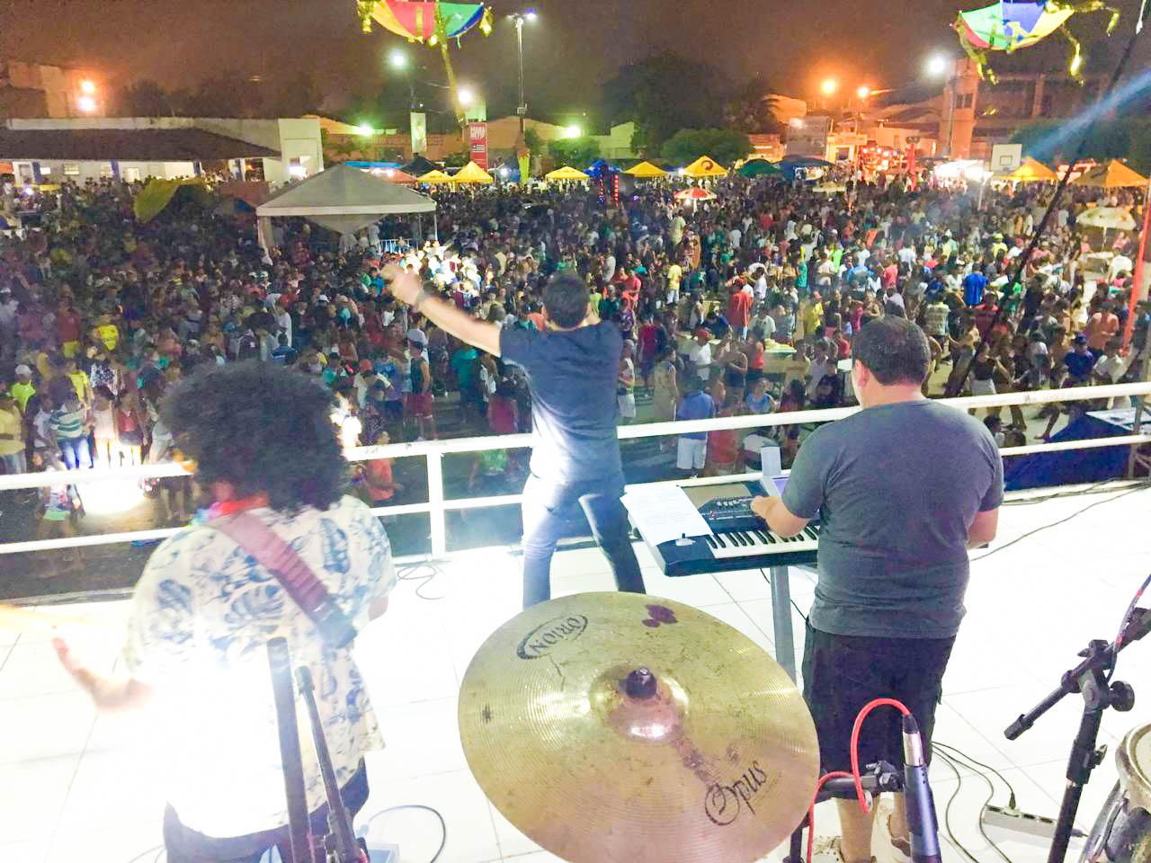 Multidão consagra terceira noite do Carnaval da Chapada
