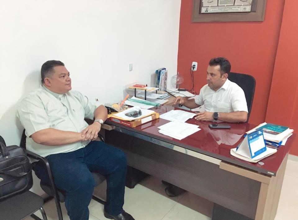 Prefeito de Afonso Cunha se reúne com pároco e discute fortalecimento da parceria com a Paróquia