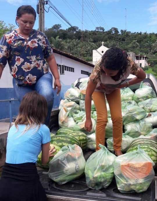 Prefeitura realiza doação de alimentos a famílias carentes de Duque Bacelar