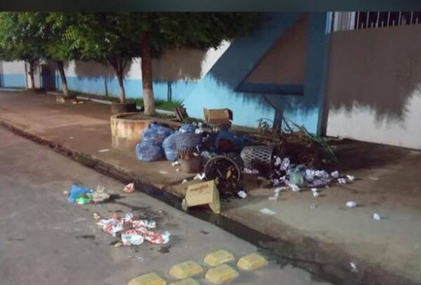 Prefeitura de Coelho Neto realiza distrato de contrato da limpeza e cidade já sofre com a falta de coleta de lixo