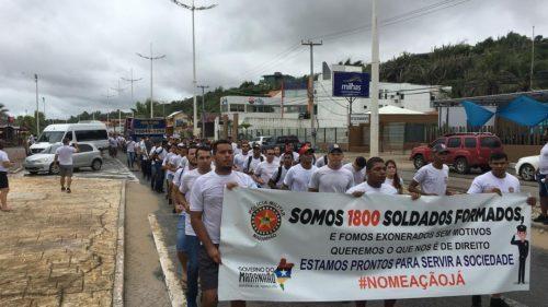 Formados da PMMA protestam na Litorânea
