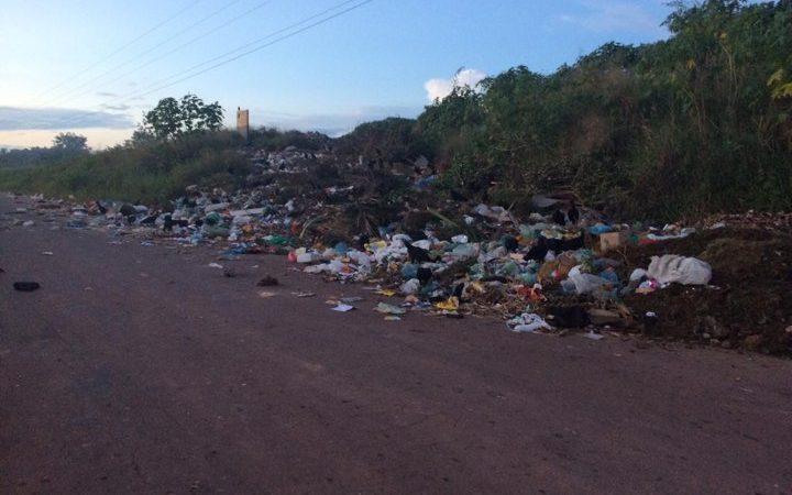 Cadê o Delano? Lixo de Coelho Neto é descartado às margens da MA-034