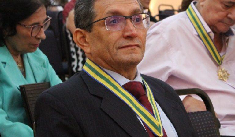 Filho de Coelho Neto, Dr Benjamim é condecorado com honraria mais importante da medicina do Piauí