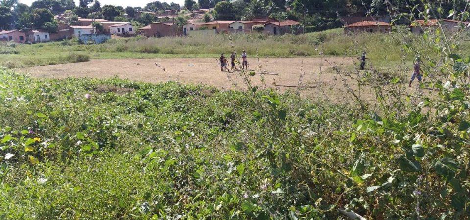 Com o abandono do esporte em Coelho Neto, comunidade é obrigada a colocar a mão na massa…