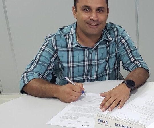 Prefeito Arquimedes realiza pagamentos do mês de janeiro e antecipa 1/3 de férias dos professores da rede municipal