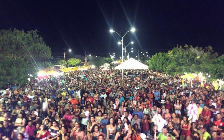 Fest-Show reúne multidão e marca entrega da Praça da Fé em Chapadinha