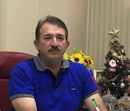 """Magno na canela de Levi Pontes: """"Não Fechamos Hospitais"""""""