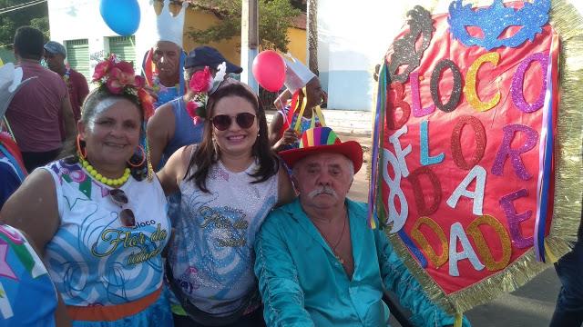 Bloco Flor da Idade reuniu idosos em arrastão nas ruas de Duque Bacelar