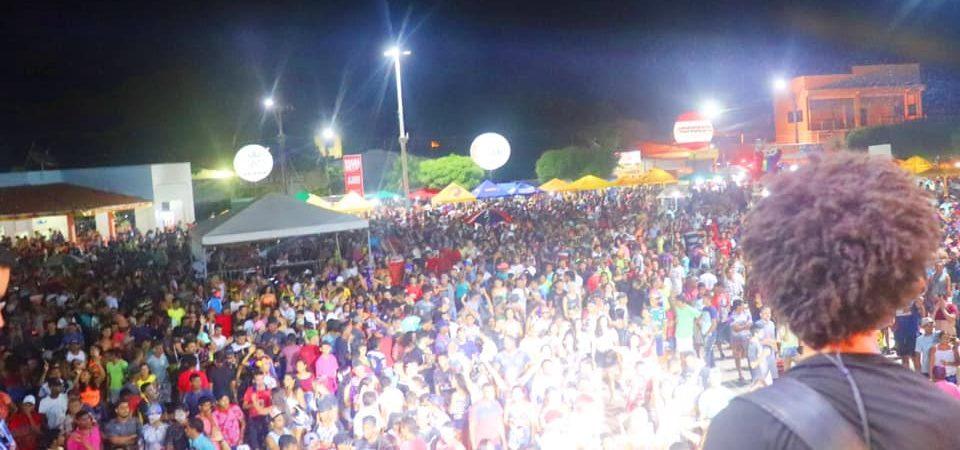 Animação marca a segunda noite do Carnaval da Chapada