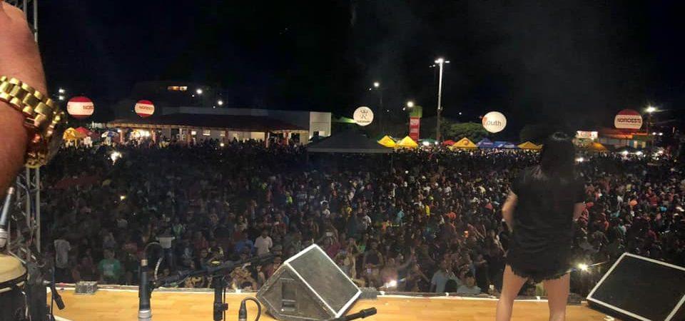 Multidão movimenta mais uma noite do Carnaval da Chapada 2020