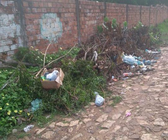 Bairros de Coelho Neto sofrem com a falta de coleta de lixo