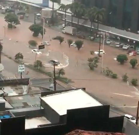 Forte chuva provoca alagamentos em São Luís