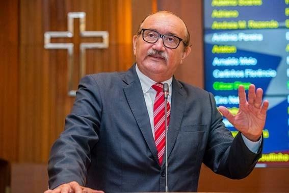 César Pires diz que falta planejamento para obras do governo Dino