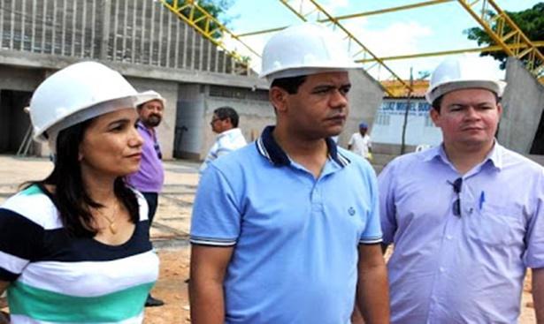 Rafael Leitoa perde queda de braço para Dinair Veloso