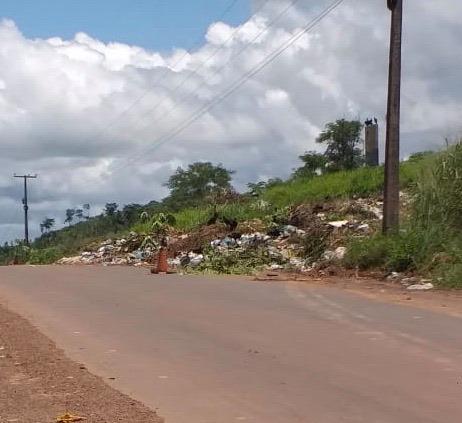 Lixo de Coelho Neto está sendo descarregado às margens da MA-034