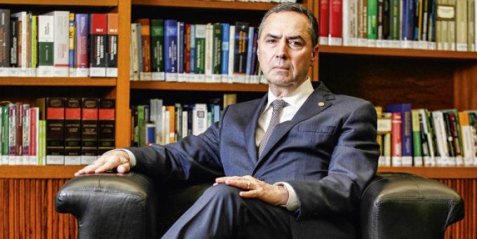 Futuro presidente do TSE é contrário à prorrogação de mandatos…