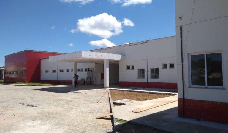 Após críticas, Flávio Dino manda abrir hospital de Viana