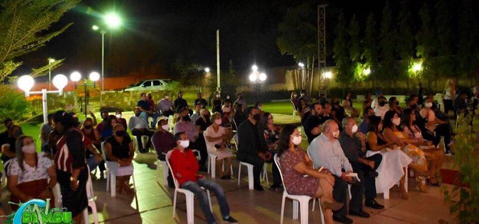 Solenidade concorrida marca lançamento de livro que conta a saga da Família Bacelar em Coelho Neto