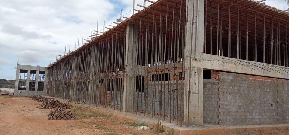 Alegando falta de pagamento, obra do IEMA em Coelho Neto é paralisada e funcionários são demitidos