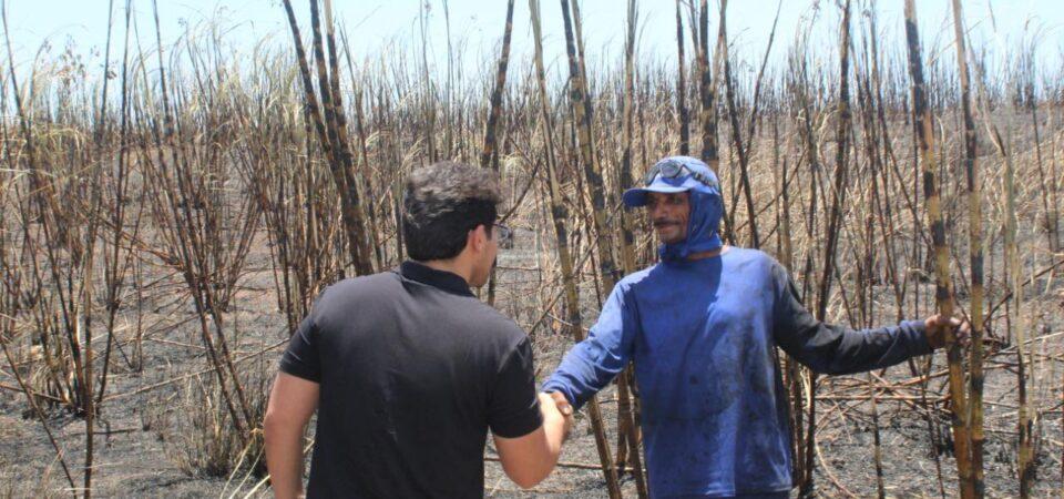 Bruno Silva faz visita ao campo e dialoga com trabalhadores do corte de cana em Coelho Neto