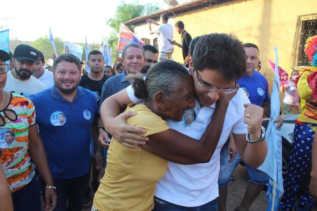 Bruno Silva lidera caminhada no Bairro Mutirão em Coelho Neto