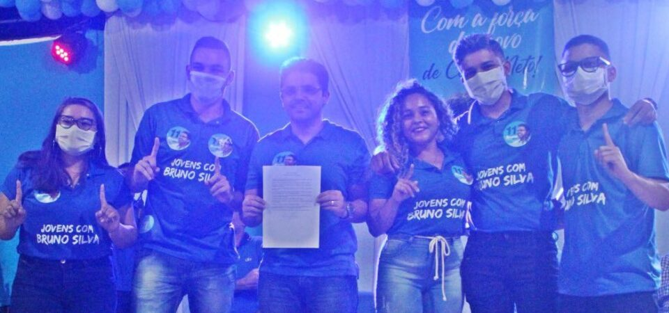 Com casa cheia, Bruno Silva assina Pacto da Juventude com 11 prioridades para os jovens de Coelho Neto