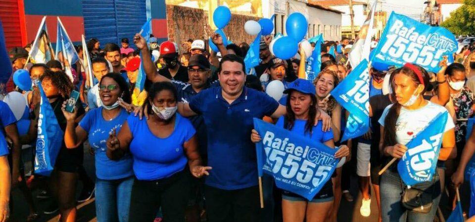 Rafael Cruz lidera grande caminhada e mostra força política em apoio a Bruno Silva