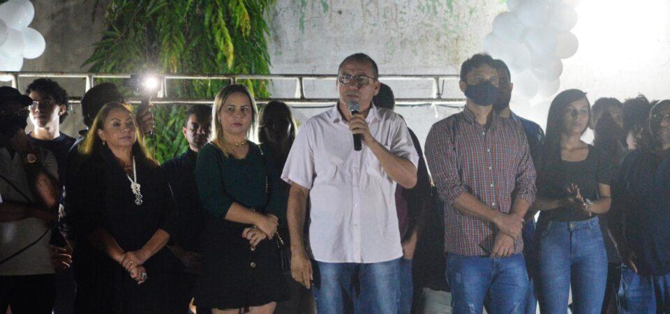 Antônio Pires adota o silêncio após levar reprimenda pública por flagrante desrespeito a legislação eleitoral em evento com jovens
